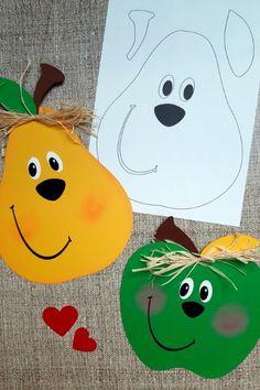Im Spätsommer sind sie wieder überall an den Bäumen in den Gärten zu sehen. Saftig grüne Äpfel und goldgelbe Birnen in Hülle und Fülle. Laden wir uns doch einfach diese süßen Früchte an unsere Fenster ein, indem wir sie aus buntem Papier Nachbasteln. Craft Work For Kids, Kids Art Class, Animal Crafts For Kids, Diy For Kids, Easy Preschool Crafts, Preschool Decor, Craft Activities For Kids, Fall Arts And Crafts, Autumn Crafts