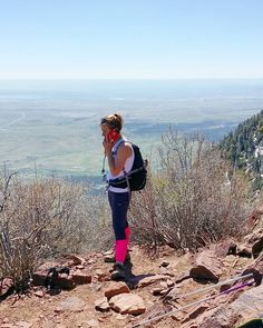 """Hi Mom! ...no I'm not at home. I'm actually well let me send you a picture of where I am."" Summit of Bear Peak (2578m / 8579ft)  #boulder #visitboulder #bouldercolorado #bouldergov #colorado #visitcolorado #coloradolive #cometolife #hiking #patikointi #vaellus #outdoors #nature #elämääulkona #seikkailijattaret #boulderhikerchicks #travel #matka #reissu #retki #vuoret (via Instagram)"