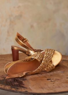 Les 11 meilleures images de Sandales dorées | Sandales