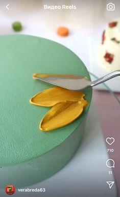 Cake Decorating Frosting, Creative Cake Decorating, Cake Decorating Videos, Cake Decorating Techniques, Creative Cakes, Apple Crisp Bars Recipe, Sweet Recipes, Cake Recipes, Gift Box Design