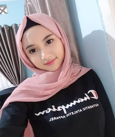 Image may contain: one or more people, selfie and closeup Beautiful Muslim Women, Beautiful Hijab, Girl Hijab, Hijab Outfit, Hijabi Girl, Hijab Chic, Human Services, Muslim Girls, Free Hair