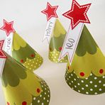 Mini Tree Place Cards #Holiday #Party #Ideas #DIY #Printable #decorations #crafts
