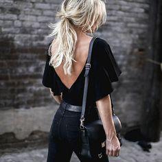 Le parfait total look noir #199 (photo Happily Grey)