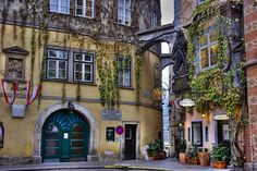 Griechenbeisl, the oldest guesthouse in Vienna (it first opened its doors in 1447), and was frequented by the likes of Ludwig van Beethoven, Franz Schubert and Johannes Brahms.