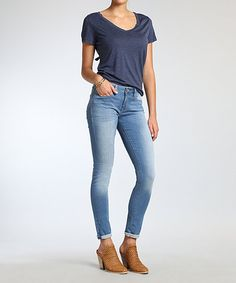 Five-pocket styling and a curve-hugging silhouette lend alluring appeal to these jeans. Stretch-enhanced fabric delivers incredible all-day comfort.