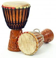O Djembê é o tambor em forma de cálice usado pelo povo Maninke da África ocidental desde há cerca de 1300 anos. Ele surgiu no Império do Mali, o rei Sunjata, e as pessoas Mandingo, que por volta do século 14 controlavam a maior parte do bojo ocidental da África.