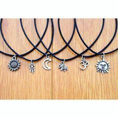 Ellie Charm Choker – Vivamacity Dainty Jewelry, Cute Jewelry, Boho Jewelry, Jewelry Art, Jewelery, Vintage Jewelry, Jewelry Necklaces, Jewelry Design, Fashion Jewelry