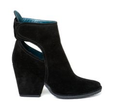 GWEN-A/920 Round toe, ankle boot made in flesh split leather. It has a pierced ankle part that exposes both sides. It is Velcro tied at the back. 9 cm high thick heel lined in colour matching flesh split leather. Crepe rubber sole. Leather lining.