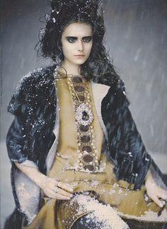 Vera Wang F/W : Yana Karpova by Paolo Roversi : 네이버 블로그 Modern Fashion, Fashion Art, Fashion Models, Baroque Fashion, Fashion Story, Dark Fashion, Fashion Designers, Creative Fashion Photography, Black Castle
