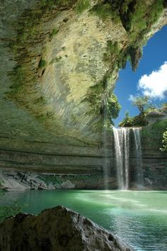 hamilton pool near austin photo Piscina natural. Hamilton Pool Preserve, Places To Travel, Places To See, Travel Destinations, Vacation Places, Holiday Destinations, The Places Youll Go, Places In America, Les Cascades