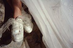 Trash the Dress Pilar y Piero Ballet Shoes, Dance Shoes, Sneakers, Dresses, Fashion, Bodas, Artists, Fotografia, Ballet Flat