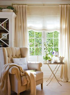Seven Inspirational Images of Pure and Plain Curtains Home Living Room, Interior Design Living Room, Living Room Decor, Interior Decorating, Interior Modern, Cottage Shabby Chic, Plain Curtains, Sweet Home, Living Room Ideas