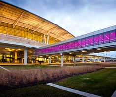 The top-ranked airport in the Midwest, Indianapolis scores Travel & Leisure's No. 1 slot for its design, by HOK. Bucket List Destinations, Vacation Destinations, Vacation Spots, Travel Style, Travel Fashion, Fashion 101, Travel And Leisure, Travel Tips, Architecture