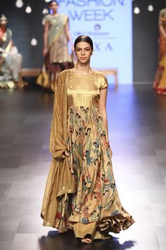 Complete collection: Gaurang at Lakmé Fashion Week winter/festive 2017 Indian Wedding Gowns, Indian Dresses, Indian Outfits, Indian Clothes, Lakme Fashion Week, India Fashion, Indian Attire, Indian Wear, Frock Fashion