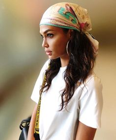 hairstyle with bandana hair down ~ hairstyle with bandana ; hairstyle with bandana hair down ; hairstyle with bandana braids ; hairstyle with bandana curly Hair Scarf Styles, Curly Hair Styles, Natural Hair Styles, Bandana Styles, Hair Headband Styles, Joan Smalls, Bandana Hairstyles, Hairstyle Ideas, Hairstyles With Headbands