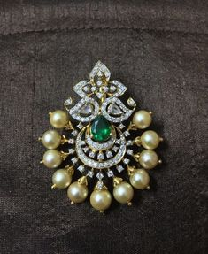 A classy Diamond Pendant cum maangtike for the Mehandi function #jewelry #diamonds #southindianbride #diamondjewelry #j - #Classy #cum #diamond #diamondjewelry #diamonds #function #jewelry #maangtike #Mehandi #Pendant #southindianbride