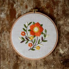 Crewel Embroidery Tutorial - Hand embroidered hoop made with love for your home! This would be a stylish wall decoration and a special gift for your dear person! Crewel Embroidery Kits, Hand Embroidery Patterns, Embroidery Designs, Embroidery Hoops, Beginner Embroidery, Embroidery Tattoo, Floral Hoops, Embroidery Techniques, Natural Linen