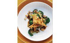 Fast Day Smoked Tofu with Broccoli & Teriyaki Sauce Diet Recipes, Vegan Recipes, Vegan Meals, Vegan Food, Vegetarian Stir Fry, Fast Day, Martha Stewart Recipes, Broccoli Stir Fry, Toasted Sesame Seeds