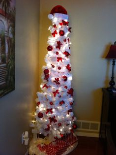 Kathe With an E: Red & White Christmas Tree