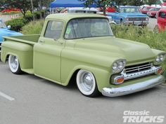Bikes and Cars 1954 Chevy Truck, Classic Chevy Trucks, Classic Cars, Antique Trucks, Vintage Trucks, Gmc Trucks, Pickup Trucks, Chevy Apache, Chevy Pickups