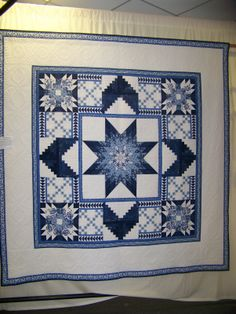 Gorgeous patchwork and quilting. Two Color Quilts, Blue Quilts, White Quilts, Lone Star Quilt, Star Quilts, Patch Quilt, Quilt Blocks, Quilting Projects, Quilting Designs