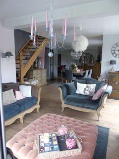 vue coté salon avec le chandelier - Notre maison chany par fifi & nadou 50 sur ForumConstruire.com
