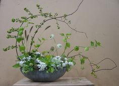 Dandelion Ranch, Contemporary arrangement of green and white flowers, Ikebana Arrangements, Modern Floral Arrangements, Beautiful Flower Arrangements, Floral Centerpieces, Beautiful Flowers, Tall Centerpiece, Wedding Centerpieces, Wedding Tables, Beautiful Pictures