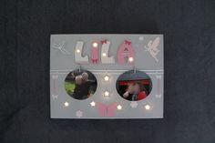 Porte photos avec Prénom personnalisable illuminé de 10 leds sur toile 30x40cm avec lettres d environ 7,5cm.   Mes réalisations sont faites sur demande, prénoms, motifs et couleurs au choix. N'hésitez pas à me contacter pour toute demande de renseignements : latelierdespetitesmerveilles.sitew.fr  Ou sur mon facebook :  https://www.facebook.com/l.atelier.des.petites.merveilles/