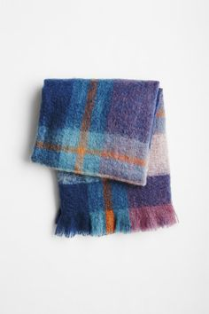 St. Albans have helped create this 100% mohair throw. Woven in their South African workshop from local mohair, these beautiful and vibrant throws are...