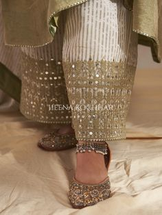 Embroidery Motifs, Beaded Embroidery, Embroidery Designs, Simple Pakistani Dresses, Pakistani Bridal Dresses, Indian Party Wear, Indian Wear, Fancy Kurti, Bridal Blouse Designs