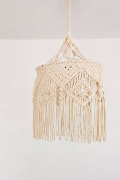 8 Beginner Macrame Projects Other Than Wall Hanging Macrame chandelier diy is the best beginner macrame projects other than wall hanging. The post 8 Beginner Macrame Projects Other Than Wall Hanging appeared first on Lace Diy. Diy Craft Projects, Diy Projects Apartment, Macrame Projects, Diy Home Crafts, Craft Tutorials, Project Ideas, Wall Hanging Crafts, Diy Hanging, Hanging Lamps