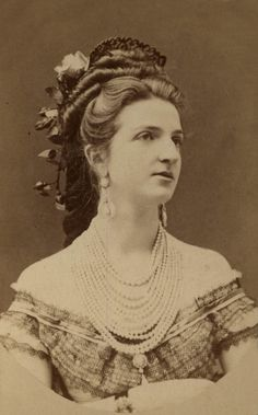 Queen Margarita of Italy Victorian Hairstyles, Vintage Hairstyles, Vintage Photographs, Vintage Photos, Margarita, Historical Hairstyles, Musical Hair, 1870s Fashion, Antique Pictures