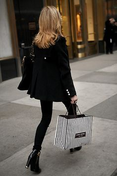 Henri Bendel bag in hand Henri Bendel, Street Chic, Street Style, Street Fashion, City Fashion, Street Smart, Luxury Fashion, Back To Black, Go Shopping