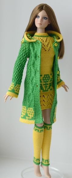 Green and yellow coordinates Barbie Knitting Patterns, Barbie Patterns, Knit Patterns, Knitted Dolls, Crochet Dolls, Knit Crochet, Barbie Gowns, Barbie Dress, Accessoires Barbie