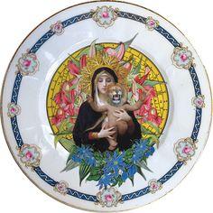 Plato antiguo de porcelana Checoslovaca 20cm Ø con bordes en oro y aplicación de nuestra imagen Lioness Queen - Turquoise. Preferentemente para uso decorativo, no apto para lavavajillas y microondas.