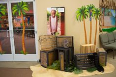 Island adventure hallway decorations for Shipwrecked VBS. Explore more decoration ideas at Concordia Supply!