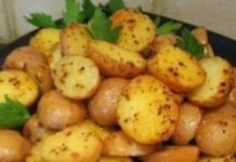 Roasted baby potatoes: 2 pounds small new potatoes (red or yellow), cleaned, dried and sliced in half Olive oil Salt, Pepper and garlic powder Fresh Parsley Potato Dishes, Potato Recipes, Veggie Recipes, Roasted Baby Potatoes, Fried Potatoes, Sausages In The Oven, Cooking Tofu, Cooking Games, How To Cook Zucchini