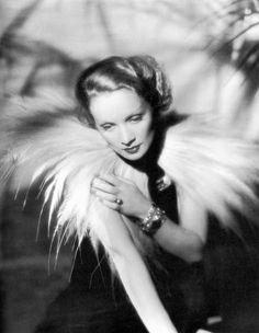 Risultati immagini per marlene dietrich Old Hollywood Glamour, Vintage Hollywood, Hollywood Stars, Classic Hollywood, Vintage Glamour, Marlene Dietrich, Rita Hayworth, Marylin Monroe, Shanghai