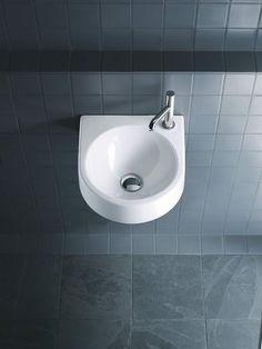 Esthetics & funcitonality are key characteristics of the Architec series by Duravit: Modern tubs, bidets, urinals & washbasins developed by Prof. Bathroom Basin, Small Bathroom, Mobile Storage Units, Small Basin, Bidet, Modern Toilet, Wc Sitz, Bad Inspiration, Wall Mounted Toilet