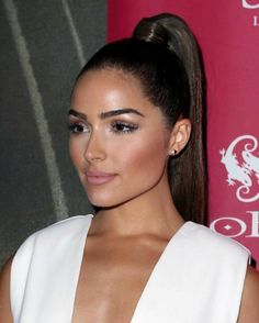 Olivia Culpo showing off her Ariana Grande-inspired high ponytail Prom Ponytail Hairstyles, Fun Ponytails, Sleek Hairstyles, Party Hairstyle, Birthday Hairstyles, Ladies Hairstyles, Hairstyles Pictures, Style Hairstyle, Hairdos