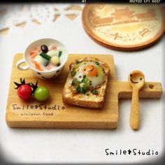 Fried mantequilla huevo paseo salsa de soja a pan y sopa de frijoles conjunto
