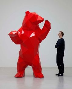 The Bear - Xavier Veilhan, 2010 Courtesy: Galerie Perrotin, Veilhan/ ADAGP, Paris 2011 Galerie Perrotin (deviant galery) Animal Sculptures, Sculpture Art, Art D'ours, Xavier Veilhan, Modern Art, Contemporary Art, Art Public, Blog Art, Geometric Symbols