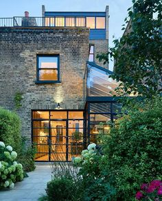 Four story victorian terrace house in London given a smart modern extension Beautiful.Four story victorian terrace house in London given a smart modern extension Architecture Design, Architecture Renovation, Fashion Architecture, London Architecture, Garden Architecture, Amazing Architecture, Terraced House, Victorian Terrace House, Victorian Homes