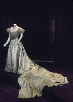 Court presentation dress, 1892. Silk satin, velvet, rhinestone, gold cloth, glass beads, net. Worth, Paris.