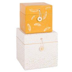 2 Boxen aus weißem und gelbem Karton mit Motiven Jetzt bestellen unter: https://moebel.ladendirekt.de/dekoration/aufbewahrung/kaestchen/?uid=9868138a-063b-53bd-ab9d-8fa66e3cf7e3&utm_source=pinterest&utm_medium=pin&utm_campaign=boards #aufbewahrung #kaestchen #dekoration