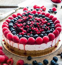Cheesecake ai frutti di bosco Food Styling, Berry Cheesecake, Mixed Berries, Cheesecakes, Biscotti, Love Food, Sweet Recipes, Delicious Desserts, Food And Drink