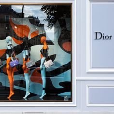 The window displays at our boutique on Avenue Montaigne in Paris are prepping for fall by featuring the primal patterns and Diorama bags from the Autumn-Winter 2015-16 collection.