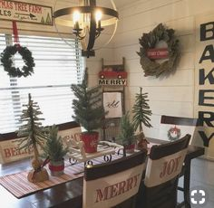 Vintage Decor Rustic Incredible Rustic Farmhouse Christmas Decoration Ideas 15 - The correct plants will continue to keep a little pond clean. Remember farmhouse is all about keeping it simple! Winter Christmas, Christmas Home, Christmas Wreaths, Christmas Crafts, Christmas Music, Christmas Ideas, Merry Christmas, Plaid Christmas, Outdoor Christmas