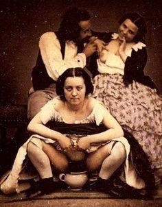 26 Weird Creepy Vintage Photos from the Scary Olden Days – Team Jimmy Joe Bizarre Photos, Creepy Photos, Funny Vintage Photos, Creepy Vintage, Funny Pix, Girls Together, Nude Photography, Erotica, Scary