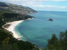 portinho da Arrábida, setúbal, portugal Beach Songs, Places In Portugal, Sea Activities, Beautiful Places, Beautiful Pictures, Portuguese Culture, Sunny Beach, Adventure Travel, The Good Place